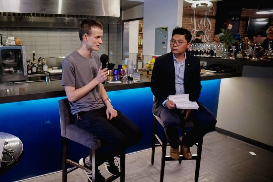 Vitalik Buterin discussing with Jason Hsu how Google tried hiring him recently. JIAN SHEN Photo. (Forbes.com)