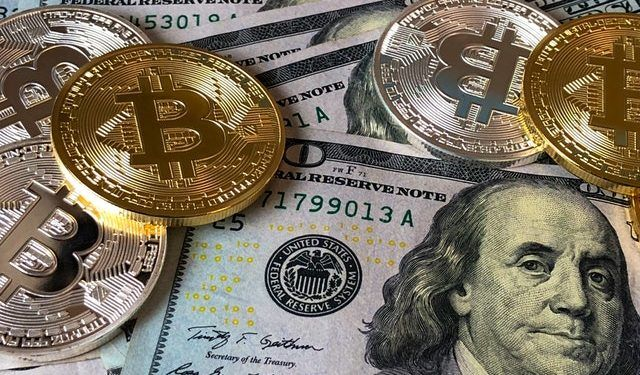 Pexels.com / Bitcoin and US Dollars