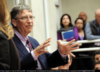 Bill Gates speaks to staff at DFID by DFID - UK Department for International Development (2010) https://www.flickr.com/photos/14214150@N02/5093737688 / Photo attribution by photosforclass.com