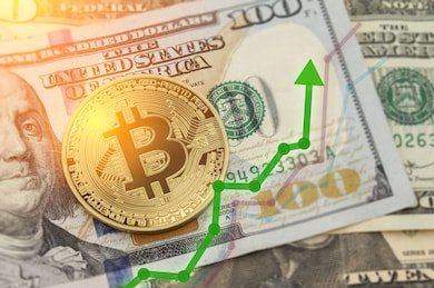 Bitcoin Falls into the Abyss, Drops 11% over the Weekend