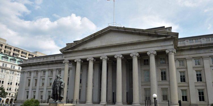 Threats about China's Dumping of US Treasuries Rise as Yuan Drops