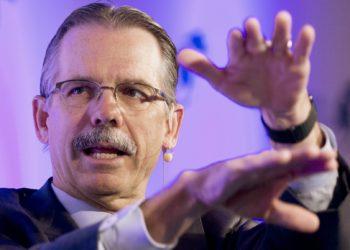 Tech Investment Pioneer Glenn Hutchins Supports Blockchain