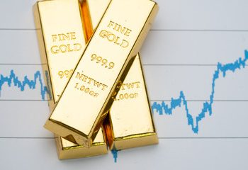 gold is rebounding on August 28 as the dollar weakens