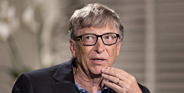 Bill Gates Prefers Android Over iOS Due To Pre-Installed Software