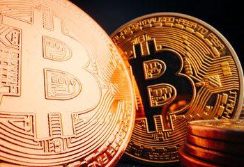 Cryptos Have Use Cases, Gold Has None – President Clinton's Ex-Advisor