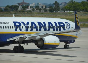 Ryanair Raises 5-Year Growth Projection, Shares Surge